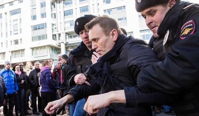 Bielorrusos llevan a sus hijos a las protestas contra el régimen de Lukashenko
